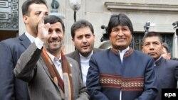 دیدار محمود احمدی نژاد با ایو مورالس در سفر رییس جمهور ایران به بولیوی