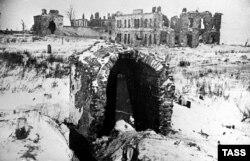 Разрушенная Пулковская обсерватория в январе 1944 года