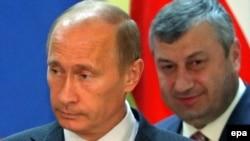 Рускиот премиер Владимир Путин и лидерот на Јужна Осетија Едуард Кокоити