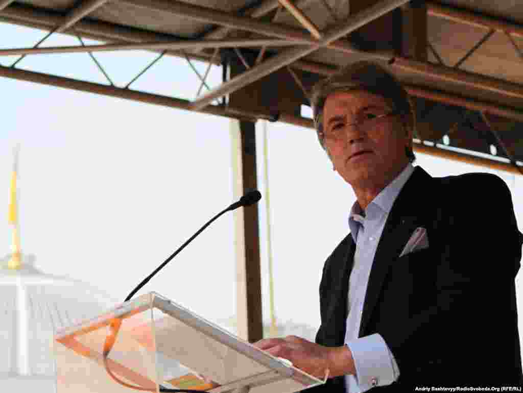 Ющенко у виступі перед делегатами назвав «харківські угоди» політичною помилкою, яка призвела до того, що українська нація зазнала фінансових втрат. Також ці угоди, на думку лідера «Нашої України», становлять загрозу суверенітетові України.