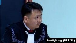 Судья Эрнис уулу Айбек.