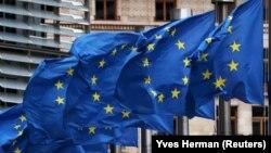 Посол України в ЄС і в Бельгії Микола Точицький написав у твітері, що «єдність і солідарність ЄС зруйнували відчайдушні спроби Росії використати COVID-19 для скасування санкцій, запроваджених проти Москви за тривалу агресію проти України»