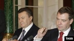 Президенты Виктор Янукович (слева) и Дмитрий Медведев в Кремле