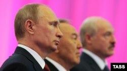 Владимир Путин, Нурсултан Назарбаев и Александр Лукашенко. Астана, 29 мая 2014 года