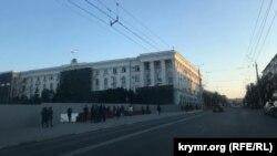 Площадь Ленина в Симферополе, 21 апреля 2021 года