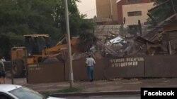 Астанадағы Мейрамовтар үйін сүру сәті.