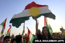 Сирийские курды радуются итогам референдума в Иракском Курдистане. Город Дерик, 26 сентября