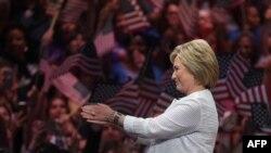 Hillary Clinton Bruklində çıxış edir