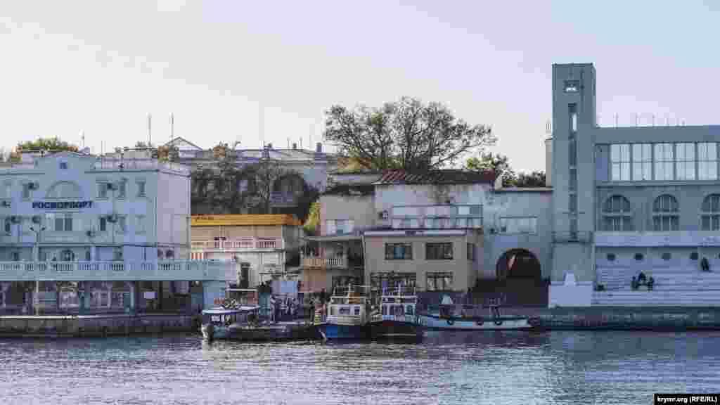 Осенний Севастополь. Туристов уже почти не осталось, но окончательное завершение сезона происходит лишь в ноябре