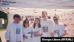 Echipa de realizatori de filme a Europei Libere în campanie...
