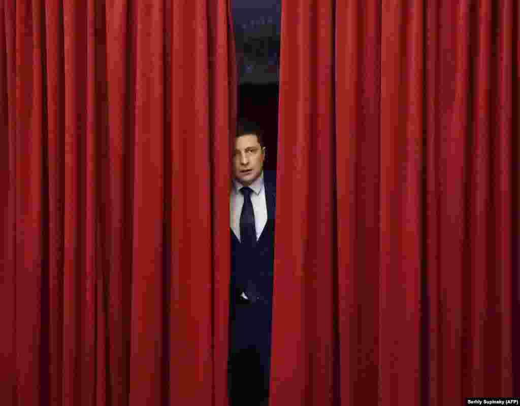 Кандидат у президенти Володимир Зеленський під час зйомки чергової серії телесеріалу «Слуга народу», де він виконує роль президента України. Київ, 6 березня 2019 року