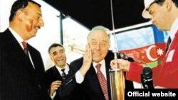 """Neft müqavilələri imzalama, Heydər Əliyev və İlham Əliyev (""""Əsrin Müqaviləsi"""")"""