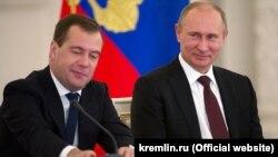 Президент Владимир Путин ва нахуствазир Дмитрий Медведев