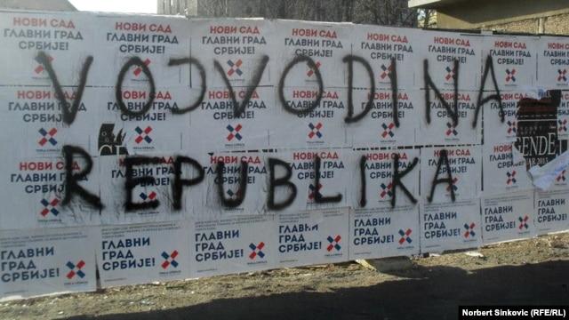 Plakati protiv autonomije i grafit za republiku