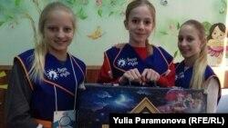 "Саша, Алена и Аня со своим ""Чемоданом сказок"""
