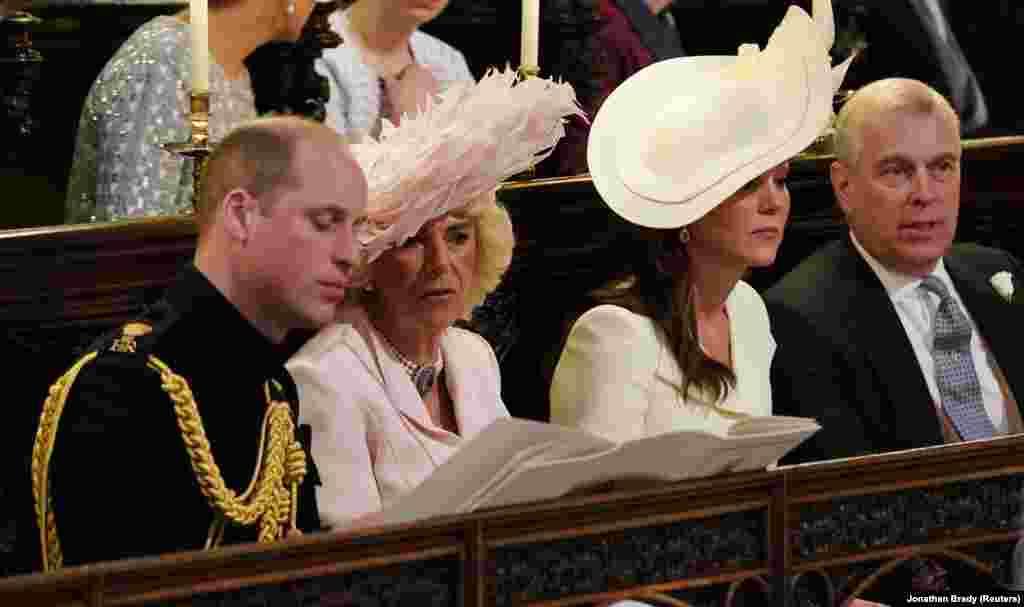 Члены королевской семьи наблюдают за церемонией