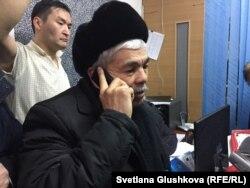 Кайырлы Омар во время обыска в КСК, которым он руководит. Астана, 9 февраля 2018 года.