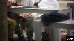 Заключенные лагеря № 6 тюрьмы Гуантанамо. 19 января 2012 года.