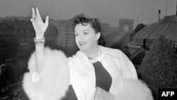 'Ulduzun doğuluşu' filminin 1954-cü il versiyasında çəkilmiş Judy Garland