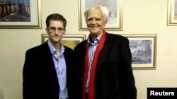 Германияның Жасылдар партиясының заңгері АҚШ Ұлттық барлау қызметінің бұрынғы қызметкері Эдуард Сноуденмен кездесіп тұр. Мәскеу, 31 қазан 2013 жыл