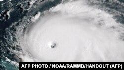 Спутниковое изображение урагана «Дориан», приближающегося к Багамским островам.