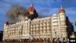 Ég a Taj Mahal mumbai szálloda, a terrortámadások egyik célpontja, 2008. november 27-én.