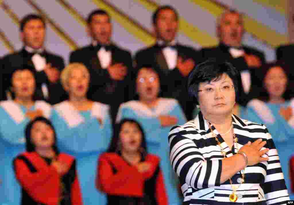 Торжественная инаугурация Розы Отунбаевой, Бишкек, 3 июля 2010.