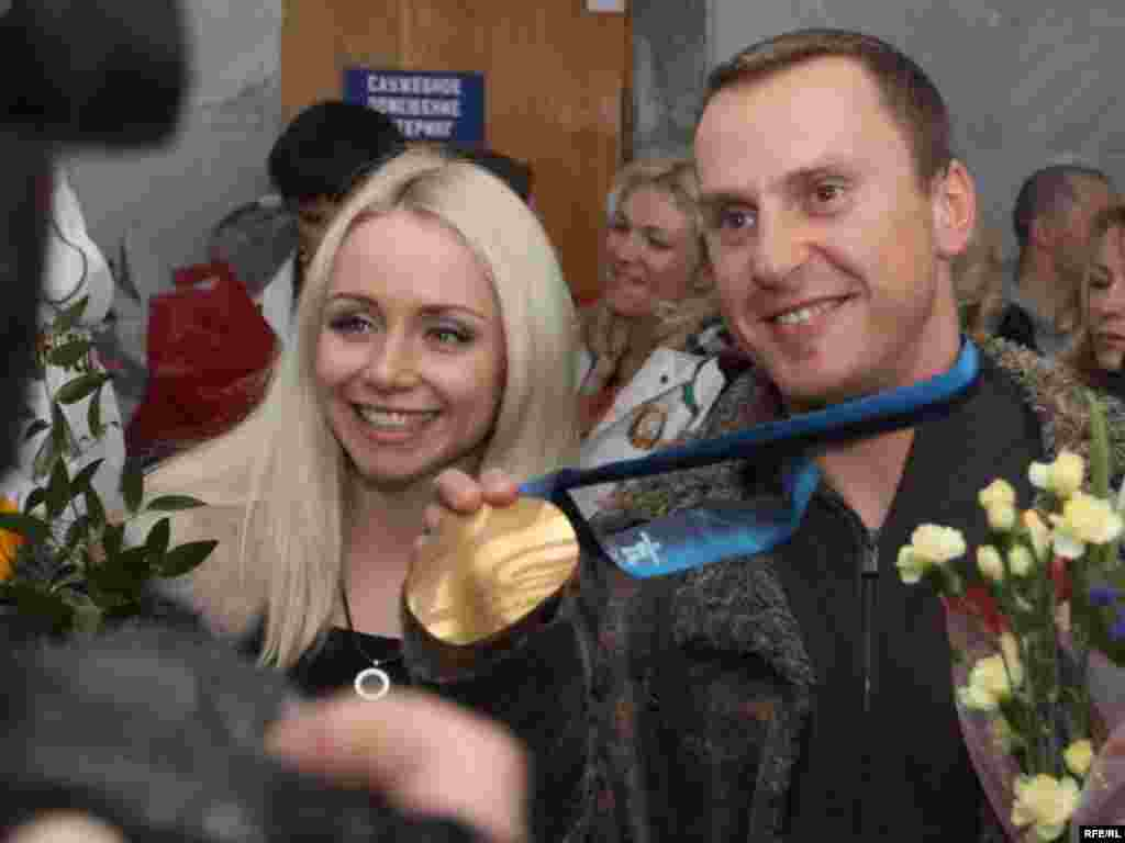 Aleksei Grishin returns to Minsk after winning Belarus's first Winter Olympics gold medal, in freestyle aerial skiing. - Photo by RFE/RL's Belarus Service
