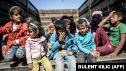 گروهی از کودکان سوری در شهر مرزی سوروچ در ترکیه