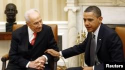 U.S. President Barack Obama (right) will present Israeli President Shimon Peres (left) with the Presidential Medal of Freedom.