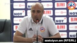Հայաստանի ֆուտբոլի հավաքականի գլխավոր մարզիչ Արթուր Պետրոսյան