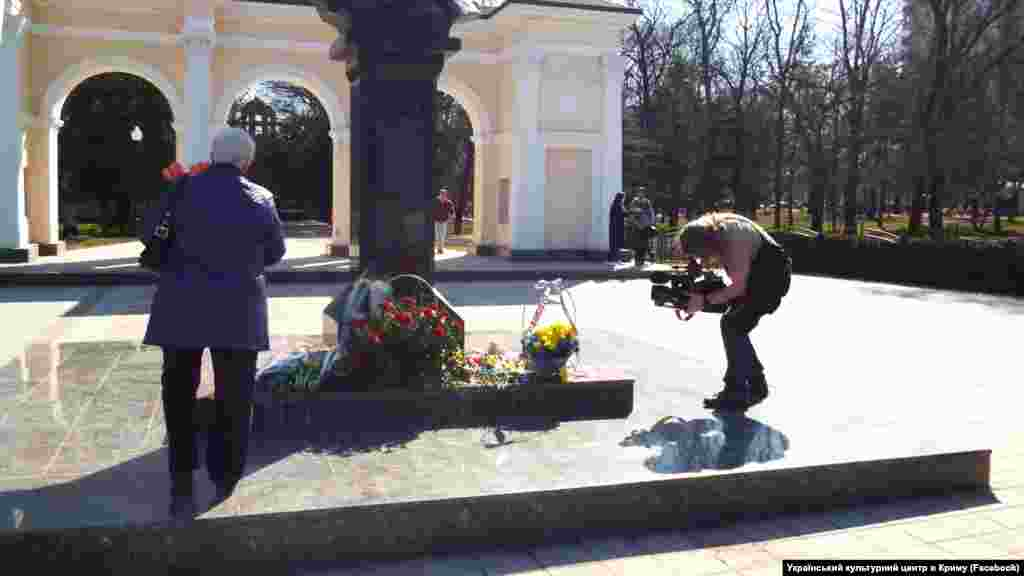 Crimea, Simferopol - a monument to Taras Shevchenko, 09Mar2017