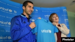 Armenia - Armenian football star Henrikh Mkhitaryan becomes UNICEF's National Goodwill Ambassador to Armenia at a ceremony in Yerevan, 9Nov2016.