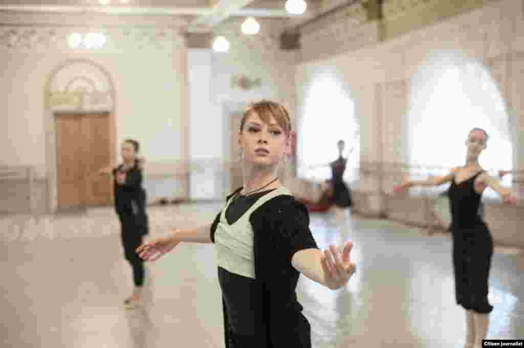 Donetsk, Ukrain. Donetsk opera theater. The ballet troupe is at training sassion.