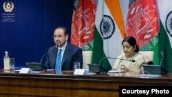 صلاح الدین ربانی وزیر خارجه افغانستان با همتای هندی اش سوشما سواراج در دهلی جدید
