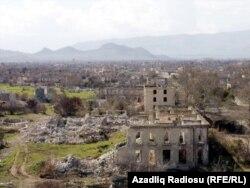 İşğal altında olan Ağdam şəhərinin xarabalıqları