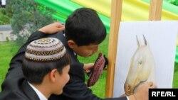 Türkmenistanyň her welaýatynda türkmen-türk mekdepleriniň ikisi bardy. Aşgabat şäherinde olaryň üçüsi bolup, häzir biri galdy.