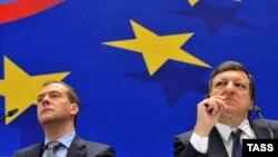 Рускиот премиер Дмитри Медведев и шефот на Европската комисија Жозе Мануел Баросо.