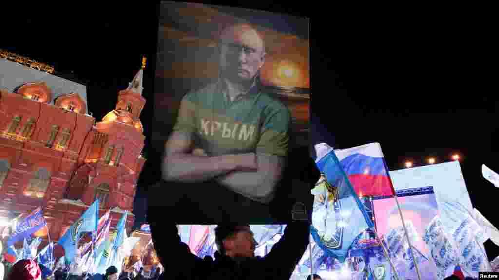 РУСИЈА - Кремљ соопшти дека не смета дека САД направиле непријателски чекор со тоа што американскиот претседател Доналд Трамп не му ја честита победата на Владимир Путин на изборите и новиот мандат на функцијата.