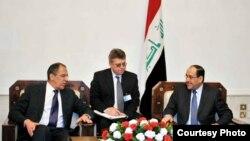 المالكي مستقبلاً لافروف في بغداد