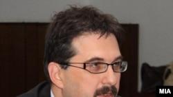 Министерот за образование Перо Стојановски