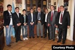 Gənc Azərbaycan yazıçıları AYB-nin rəhbərliyi ilə birgə.