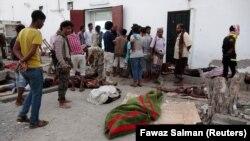 روز چهارشنبه گذشته، مقامات یمنی و شاهدان عینی اعلام کردند که بر اثر حملات هوایی ائتلاف تحت رهبری عربستان سعودی به مهمانسرایی در نزدیکی صنعا، پایتخت این کشور، دستکم ۳۵ تن کشته شدهاند.