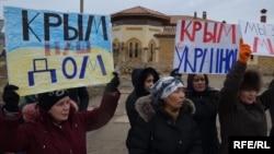 Учасниці акції в Криму, 8 березня 2014 року