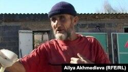 Имран Сепсуев, отец героя Казбека Сепсуева. Алматинская область, поселок Кызылагаш, 12 октября 2012 года.