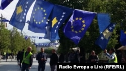Zastava Kosova i EU, Priština, arhiv