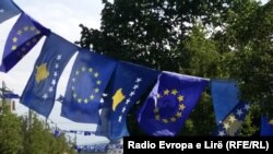 Zastave Kosova i EU u Prištini