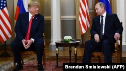 Russian President Vladimir Putin (right) and U.S. President Donald Trump (left) last met in a one-on-one setting in Helsinki in July 2018. (file photo)