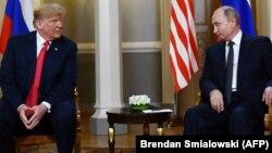 """دونالد ترمپ رئیس جمهور امریکا """"چپ"""" ولادیمیر پوتین رئیس جمهور روسیه"""