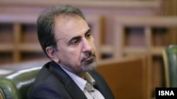 محمدعلی نجفی میگوید درباره حمایت از حسن روحانی «باید ببینیم که بازیگران اصلی سیاست در کشور به چه جمعبندی میرسند».
